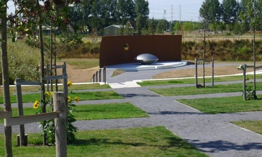 Nationaal Monument MH17 is een herdenkingsbos met gedenkteken gelegen in het Park Vijfhuizen